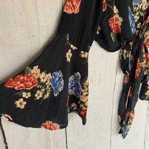 ILLA ILLA Other - ILLA ILLA Bell Sleeve Floral Two Piece Pants Set